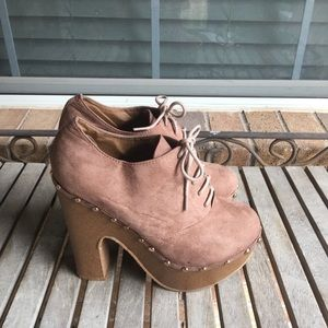 Charles Albert Tan Studded Lace Up Platform Shoes